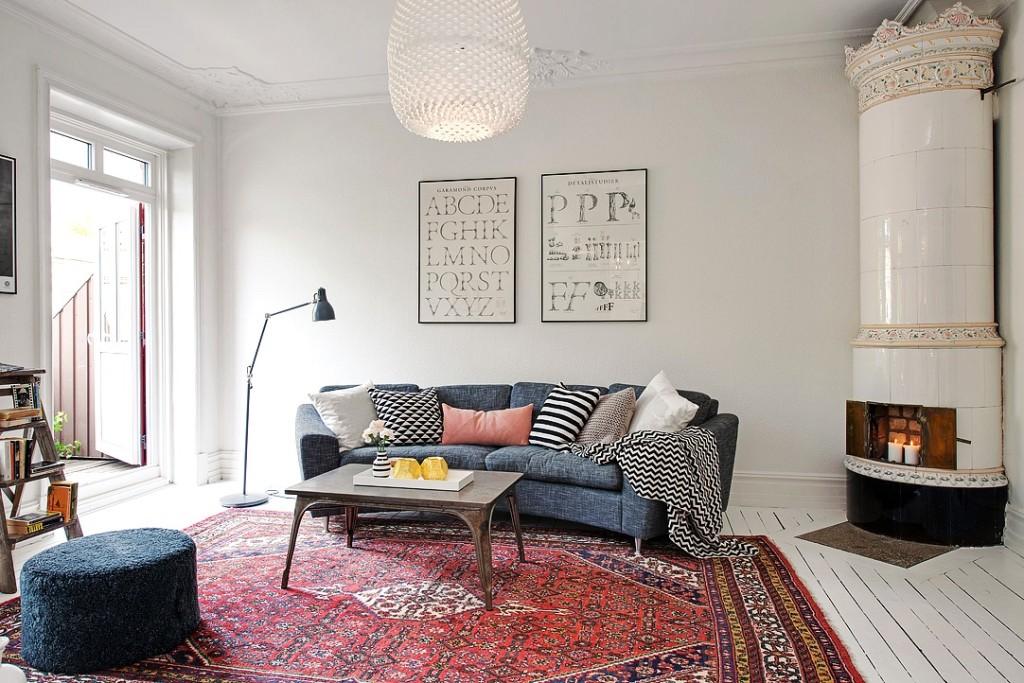Правильный небольшой ковёр в гостиной