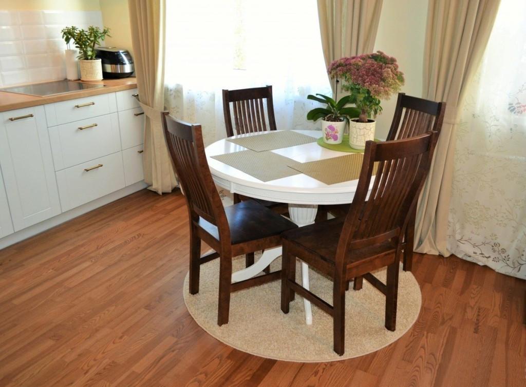 Неправильный круглый ковёр для столовой